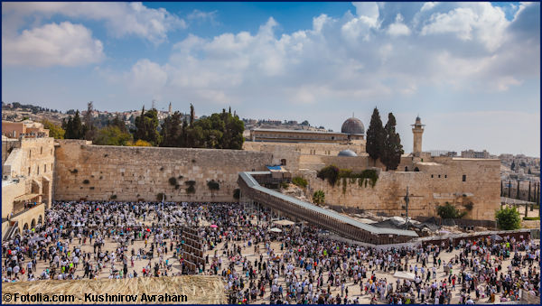 The Western Wall plaza in Jerusalem filled with people
