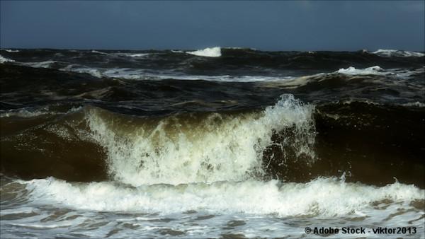 Violent ocean surf